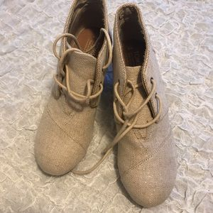 TOMS Wedge Boot Cream with Shimmer 9 - New